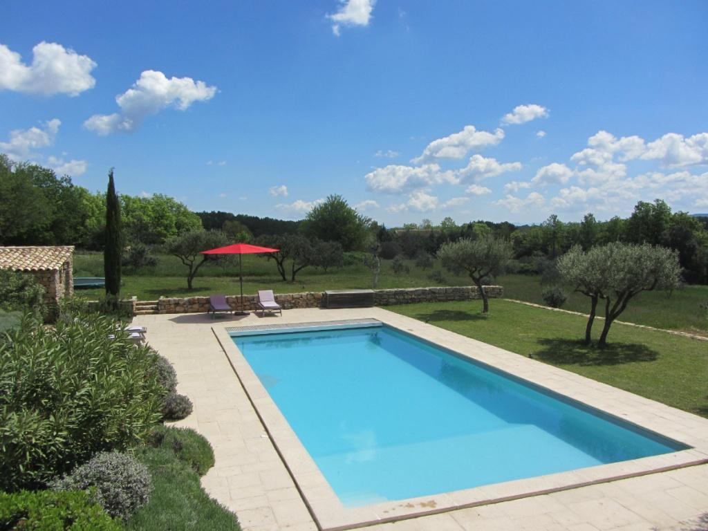 Luxe vakantiehuis met zwembad in de provence 10 personen - Zwembad omgeving ...